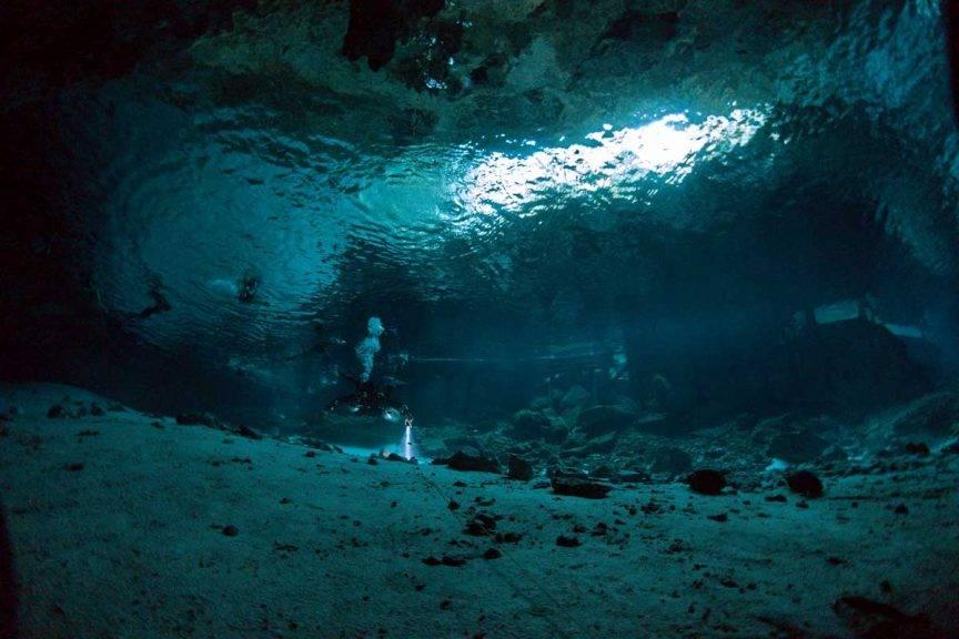 Tauchen in der Cenote Dos Ojos