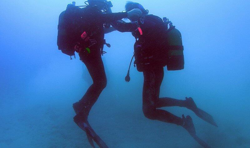 scuba diver buddy breathing