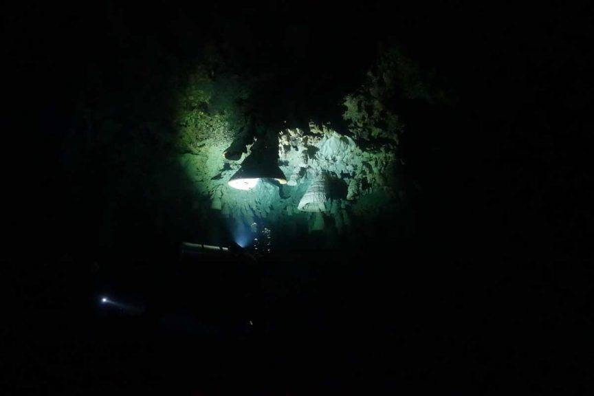 Tauchen in der Cenote Zapote